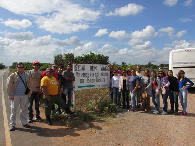Arqueólogo Edinaldo Pinheiro e alunos que organiza o encontro