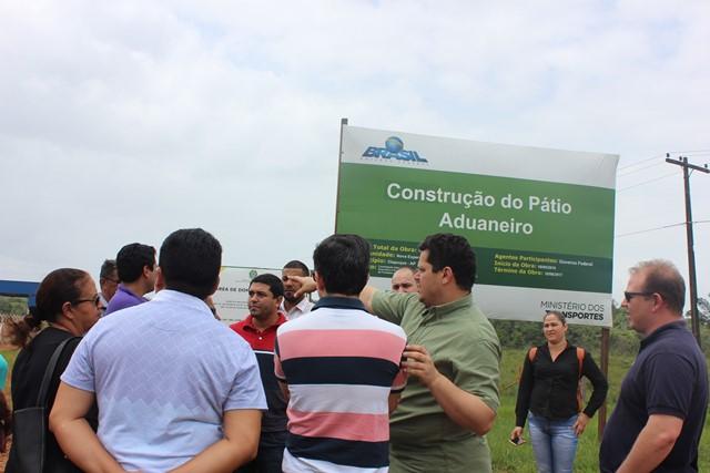 Parlamentares visitam obras de construção do pátio aduaneiro no Brasil