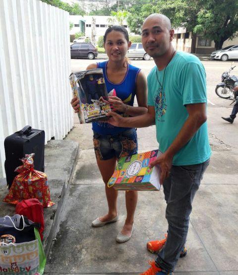Entrega das doações ocorreu na frente do Hospital da Criança. Fotos: Ong Carlos Daniel/divulgação