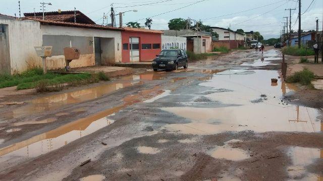 Rua Yasmin Brito é um dos pontos críticos do bairro. Fotos: André Silva