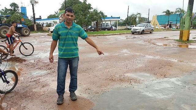 Secretário de Obras, Jesiel Pena: 5 quilômetros na estiagem. Fotos: Humberto Baía