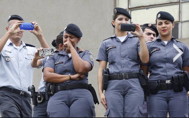 Militares do ES acompanham assembleia da Polícia Civil nesta quinta, 8. Foto: Folhapress