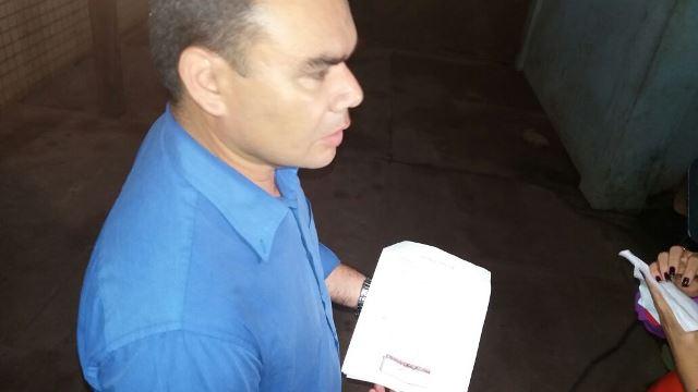 Agente Pascoal e a procuração falsa. Fotos:; Olho de Boto