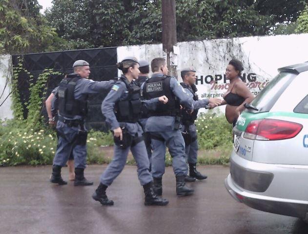 Policiais precisaram conter parentes da vítima que queriam fazer justiça com as mãos