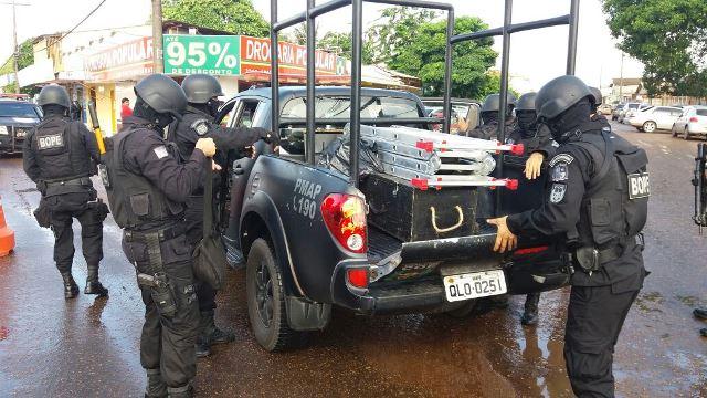Equipe do Bope chega para assumir a crise. Fotos: Olho de Boto