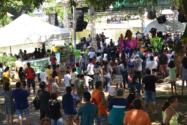 População ocupou a praça para prestigiar programação de aniversário da cidade