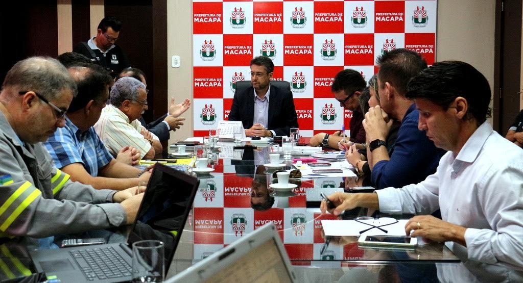 Reunião da PMM com a CEA para tratar da transferência de responsabilidade sobre a iluminação pública. Fotos: Cássia Lima