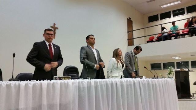 Prefeito acompanhou a abertura dos trabalhos na Câmara. Fotos: Fernando Santos