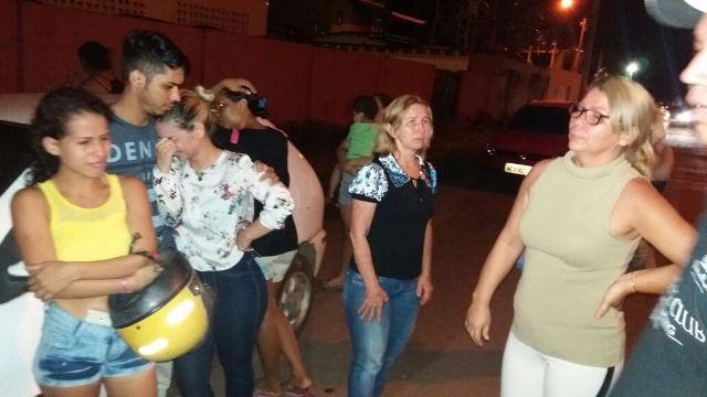 Família do agente de portaria na frente do Ciosp do Pacoval