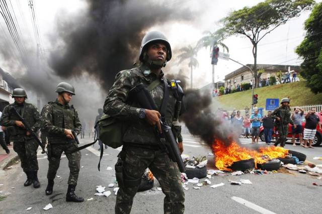 Exército ocupa as ruas para conter violência. Foto: Veja