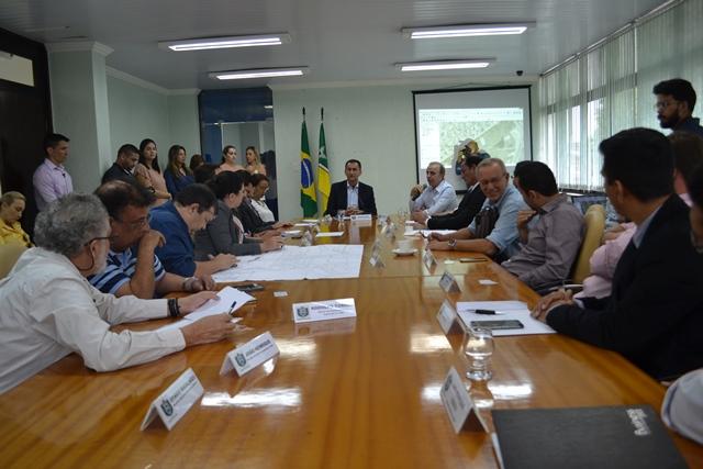 Encontro entre a equipe de saúde, governador e representantes de Barretos definiu início da parceria no mês de maio. Fotos: Cássia Lima