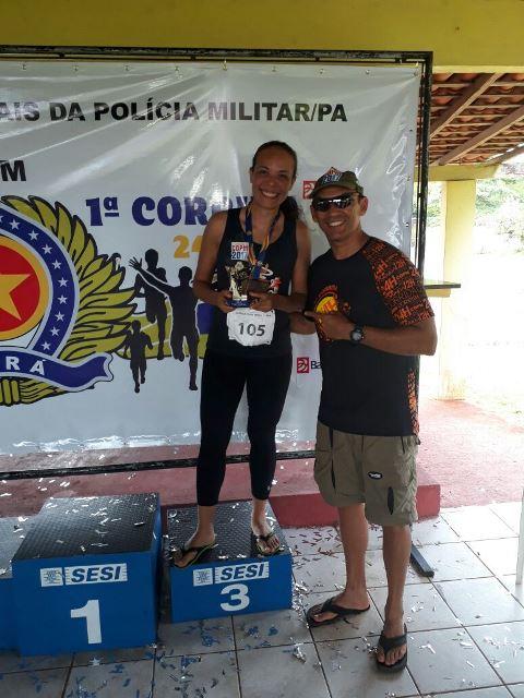Jandira Vitor recebendo sua medalha