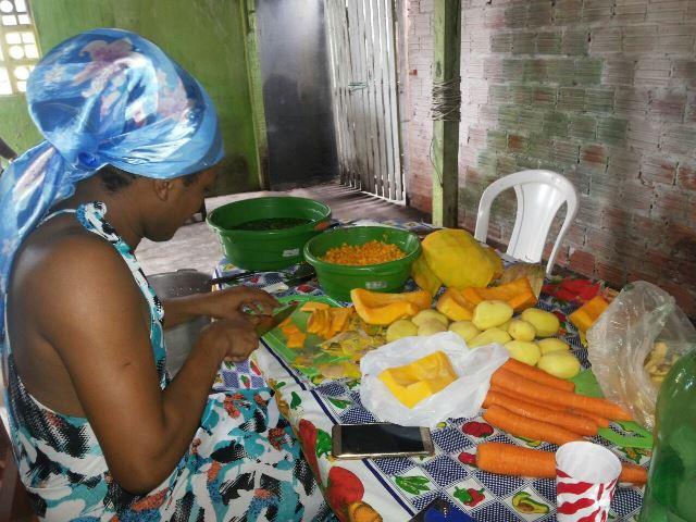 R$ 400 de verduras. Fotos: Cássia Lima