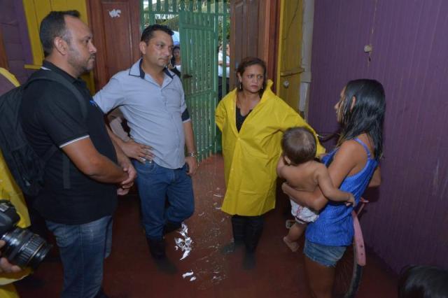 Prefeito Ofirney Sadala visita áreas atingidas por alagamento. Fotos: Ascom/prefeitura de Santana