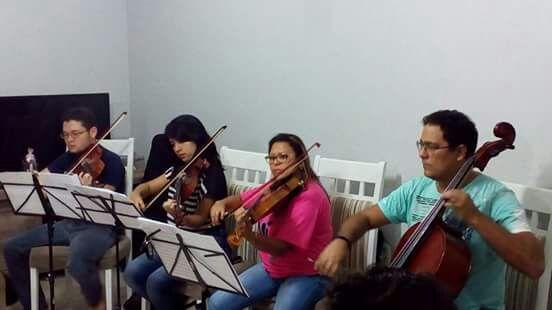 Violinos e outros instrumentos darão nova proposta às músicas. Fotos: Divulgação