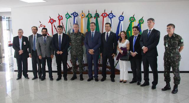 Generais, governador e representantes da bancada federal Marcos Reátegui e Marcivânia Flexa. Foto: Secom/Divulgação