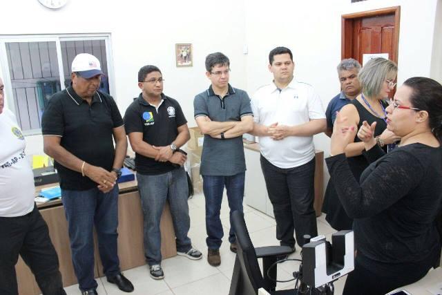 Em Calçoene, senadores se reuniram com a equipe e o presidente do TRE, desembargador Manoel Brito