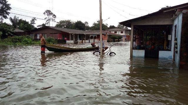 Muitas ruas do município foram invadidas pela água