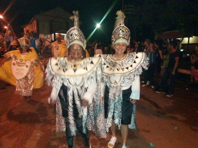 Prefeita desfilou nas duas escolas de samba do município