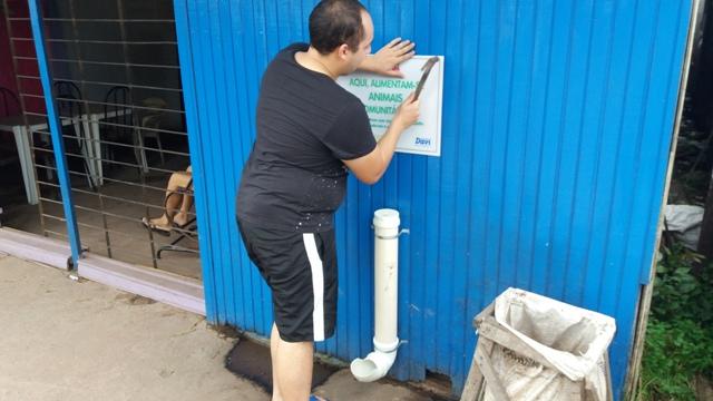 Vereador instalou comedouros em 15 ruas. Fotos: André Silva