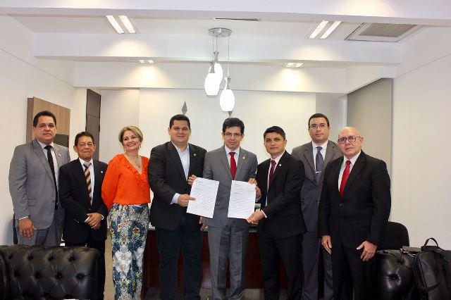 Pedido foi feito por entidades e pelo senador Randolfe Rodrigues ao coordenador da bancada, Davi Alcolumbre. Fotos: Divulgação