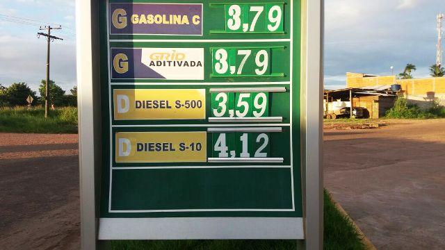 Diesel especial chega a R$ 4,12, enquanto a gasolina especial sai por R$ 3,79