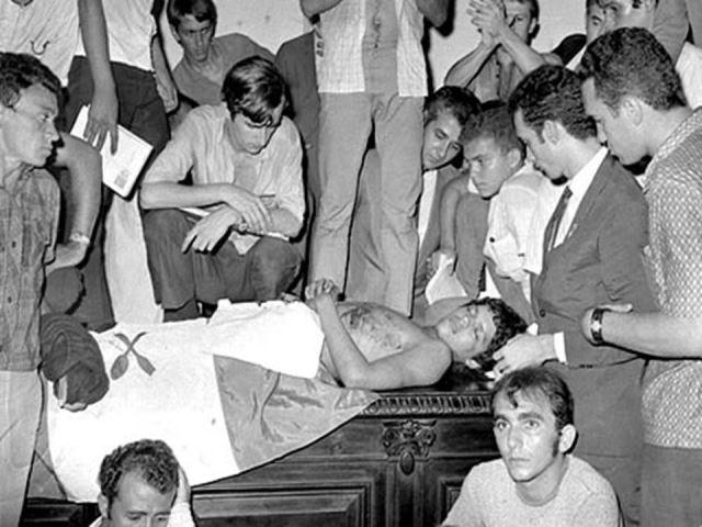 1968: corpo de Edson Luís é velado na Assembleia Legislativa do Rio de Janeiro em meio a protestos