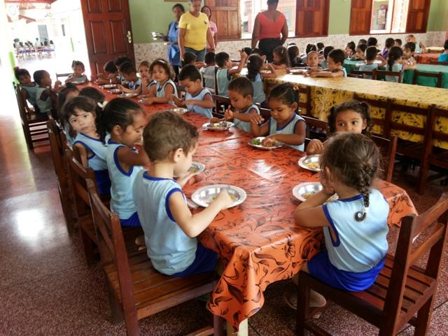 escola oferece alimentação de qualidade aos alunos