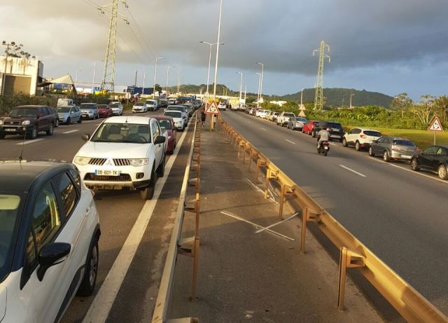 Rodovia bloqueada pelos protestos