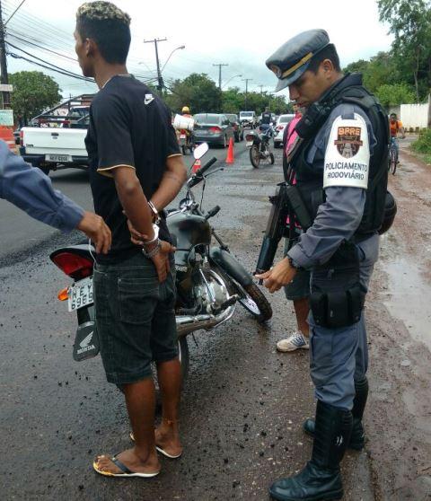 Um foragido foi preso na operação