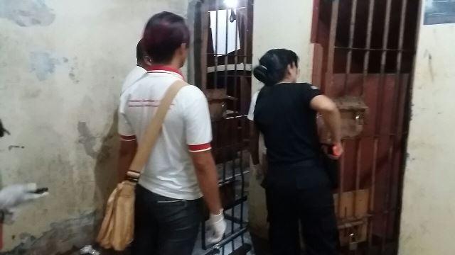 Agente de endemias do município fazem averiguação em celas do centro de custódia: Fotos: Humberto Baía