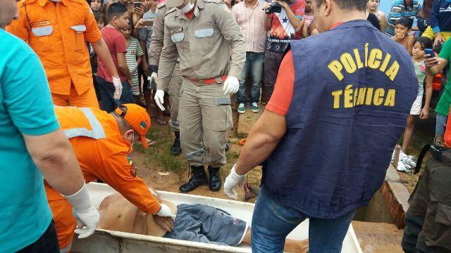 Corpo de Raimundo Evangelista Palheta foi retirado quase 4 horas depois do acidente. Fotos: Olho de Boto