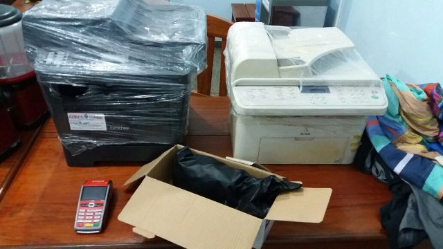 Fotocopiadoras e máquina de crtão encontrada no kitnet que servia de esconderijo. Fotos: Olho de Boto