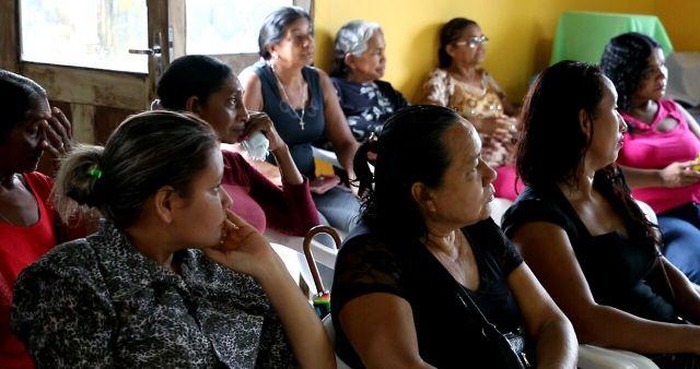 Comunidade pede melhorias em escola do município. Fotos: ascom/deputada Marcivânia