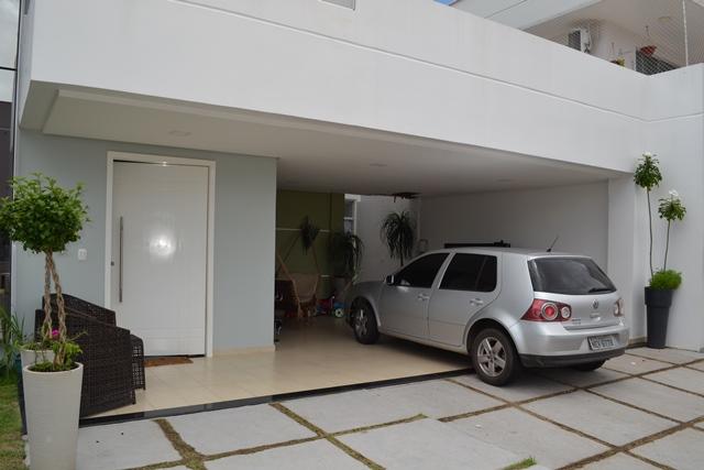 Casa alugado e o único carro da família, modelo 2013