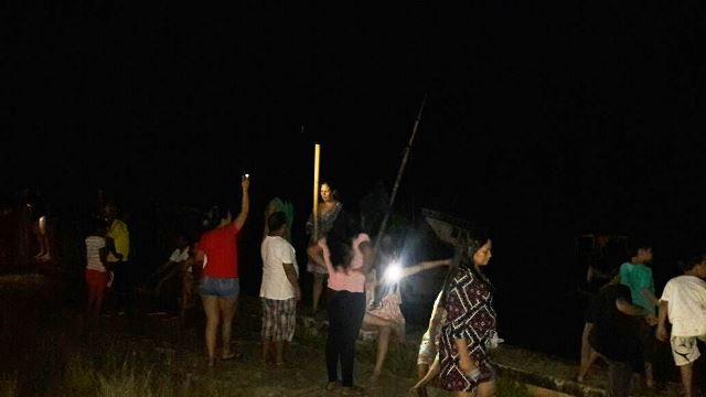 Parentes e amigos comemoram o retorno de Juaci com fogos