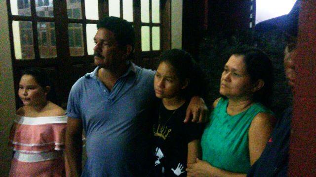 Juaci ao lado da família: olhos inchados e corpo desidratado