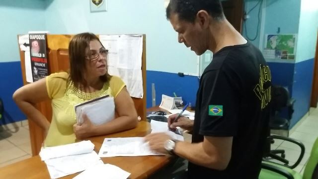 Comerciante presta queixa no Ciosp do Oiapoque. Fotos: Humberto Baía