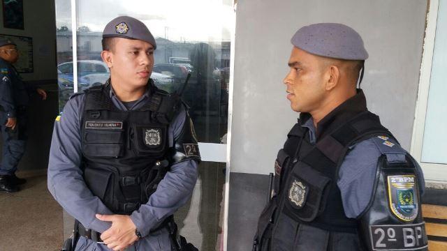 À esquerda, tenente Erick Vilhena: suspeito não encontrado. Fotos: Olho de Boto