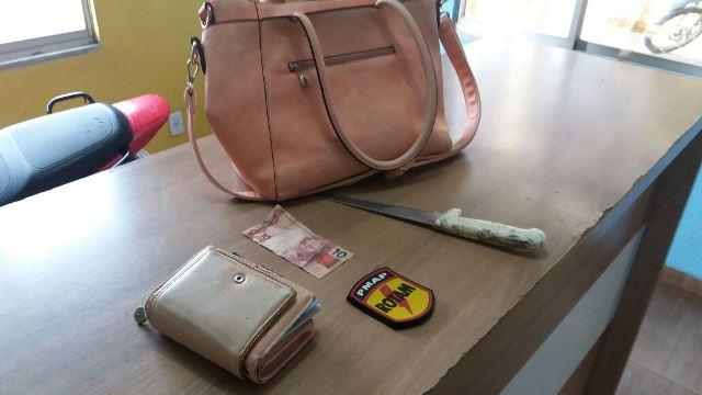 Bolsa com celular, documentos e dinheiro foi devolvida