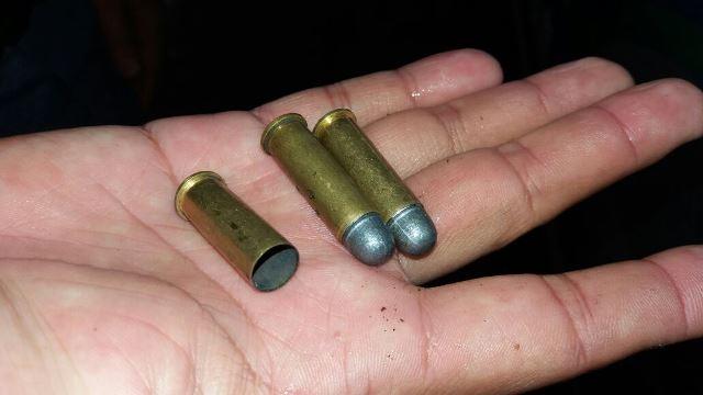 Assaltante chegou a fazer um disparo durante a perseguição. Fotos: Olho de Boto