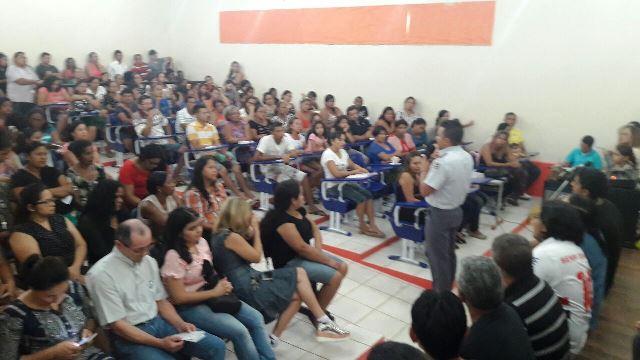Tenente Marcelo dialoga com pais preocupados com a violência. Fotos: Divulgação