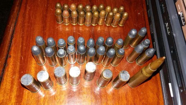 Ao todo, 51 munições foram apreendidas, mas as armas ainda não foram localizadas