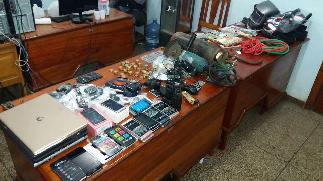 Policiais conseguiram recuperar a maioria dos objetos. Fotos: Olho de Boto