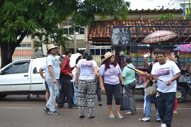 Movimento no segundo dia de paralisação foi aos prédios do governo e da prefeitura