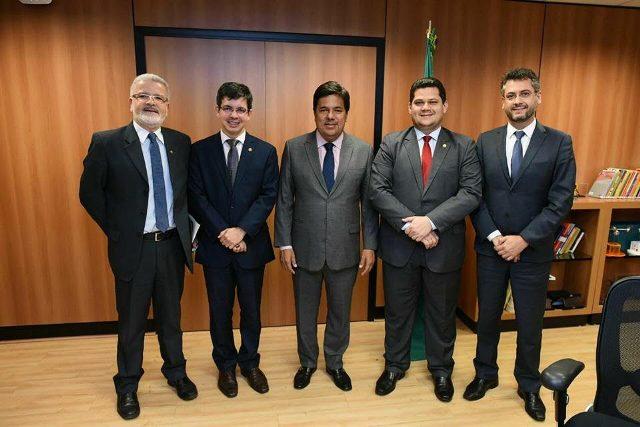 Ministro Mendonça Filho com os senadores Davi, Randolfe, o prefeito de Macapá Clécio Luís, e o secretário de Educação Moisés Rivaldo. Fotos: Ascom/senador Davi