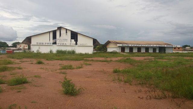 Além de abandonado, local tem servido de abrigo para criminosos, segundo moradores. Fotos: André Silva
