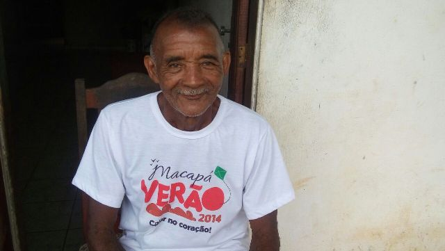Seu Carolina é morador da vila desde que nasceu. Para ele, grandes festas trouxeram problemas que não haviam. Fotos: Júlio Miragaia