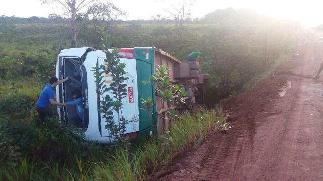 Ônibus teria percorrido 12 metros a partir do ponto da curva