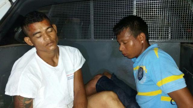 José (branco) e Josenildo (azul). Dupla estava praticando roubos na Dr. Braulino. Fotos: Olho de Boto